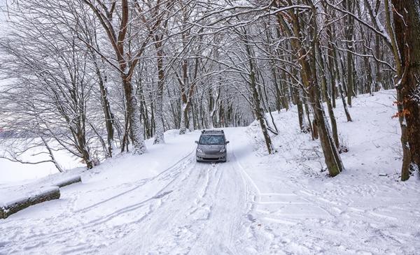 雪道運転のイメージ